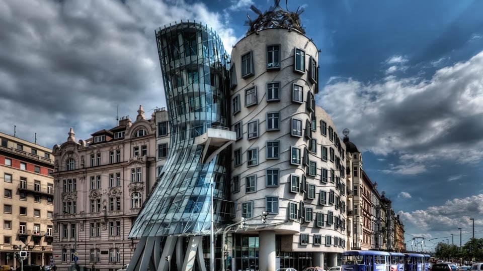 la casa danzante di praga ora è un hotel | vivere in cechia