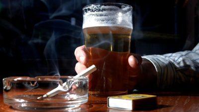 Praga: petizione divieto di fumare