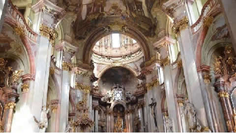 Chiesa-San-Nicola-Praga