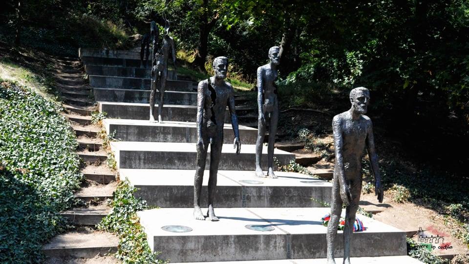 Praga-monumento-vittime-comunismo