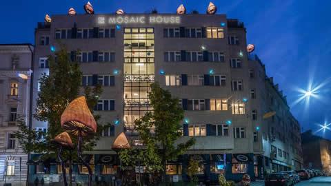 mosaic-house-ostello-praga