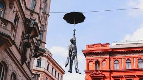uomo-ombrello-praga