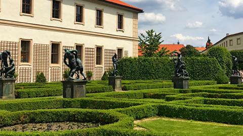 Palazzo-Wallenstein-giardini